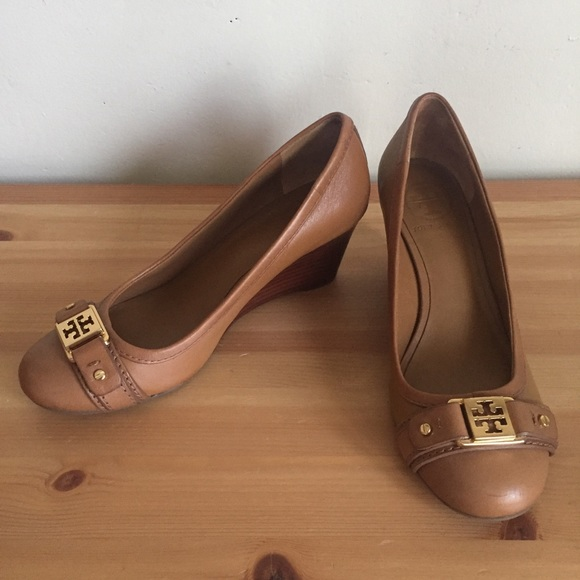 112b5faf3dc23 Tory Burch Shoes - Tory Burch Natalya Wedge Mid Heel Pumps Sz 5.5 Tan